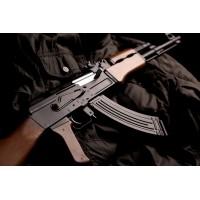 Стрельба из автомата Калашникова и пистолета в стрелковом клубе