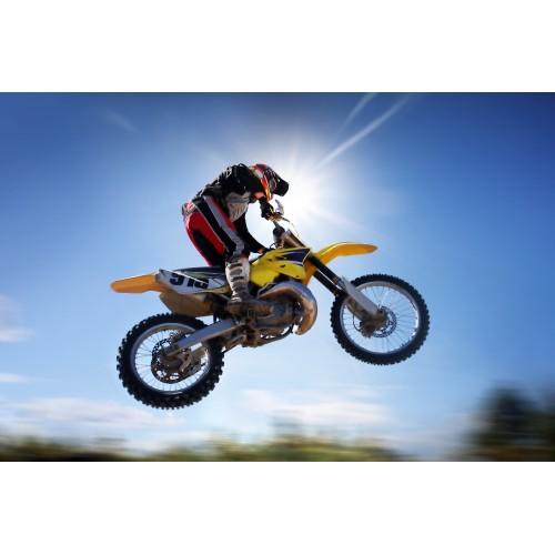 Катание на кроссовом мотоцикле